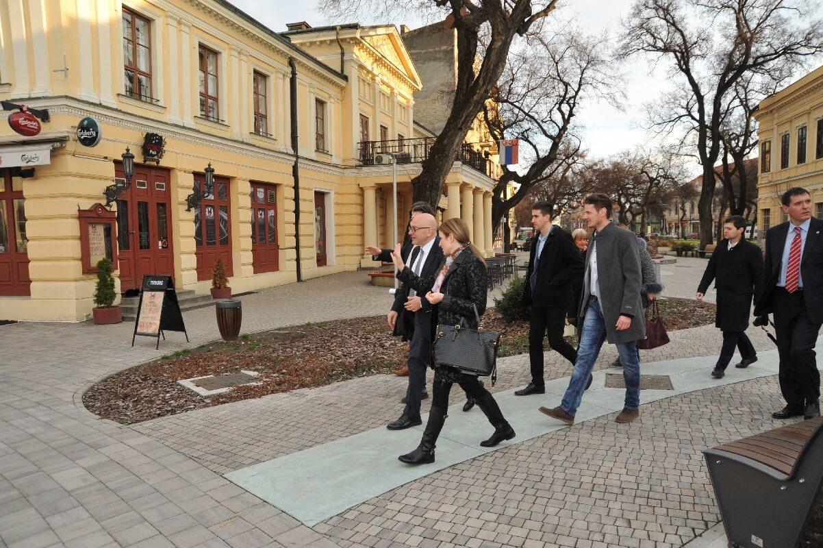 Народно позориште и Трг уметности, привукли су пажњу министра културе