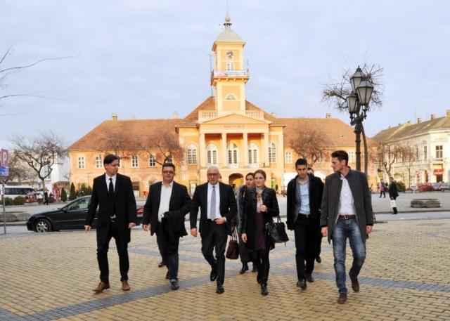 Владан Вукосављевић, министар културе и градоначелница Сомбора Душанка Голубовић обишли су  институције културе