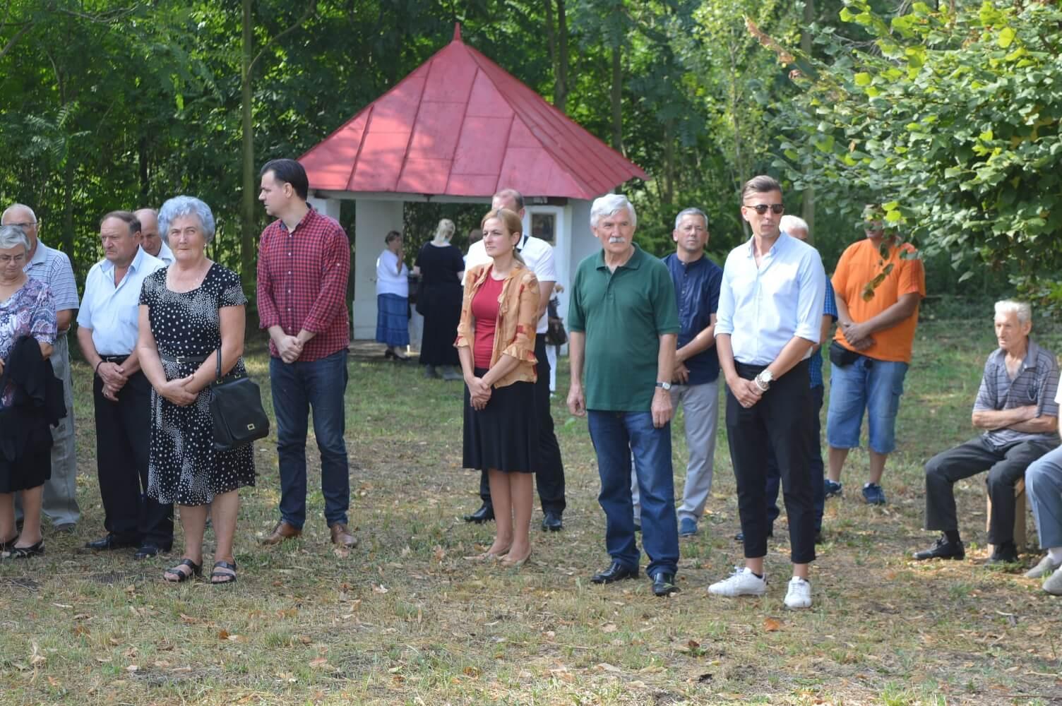 Градоначелница Душанка Голубовић са сарадницима на освећењу водице у Стапару
