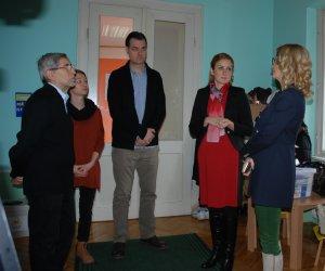 Градоначелница са Немањом Сарачем, чланом Градског већа , представницима ХУН Герхард и директорком вртића Александром Перовић