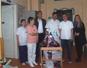 Antonio-Ratkovic-zamenik-gradonacelnice-sa-osobljem-Decjeg-odeljenja-