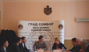 Dusanka-Golubovic-gradonacelnica-Sombora-i-Marin-Mandaric-gradonacelnik-DJakova-konstatovali-da-Sombor-i-DJakovo-imaju-i-slicnosti-i-razlike-koje-mogu-posluziti-kao-osnova-za-saradnju
