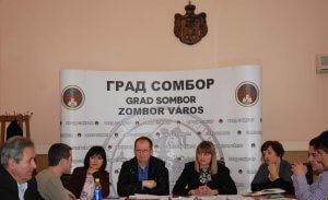 Ispred-Gradske-uprave-sastanku-su-prisustvovali-Jasna-DJordjevic-Gabor-Bujak-Helena-Roksandic-Musulin-i-Milanka-Krstic