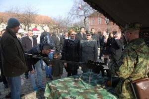 Na-Trgu-Svetog-trojstva-izlozen-deo-naoruzanja-i-opreme-Vojske-Srbije