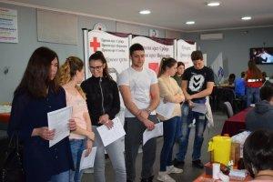 Средњошколци у хуманој мисији добровољног давалаштва крви