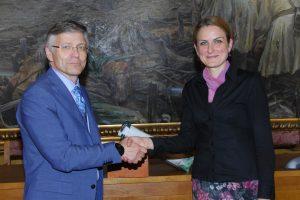 Њ.Е. Перти Иконен и градоначелница Душанка Голубовић