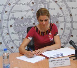 Градоначелница Сомбора Душанка Голубовић потписује уговор о финансирању камата на кредите предузетницима и малим предузећима
