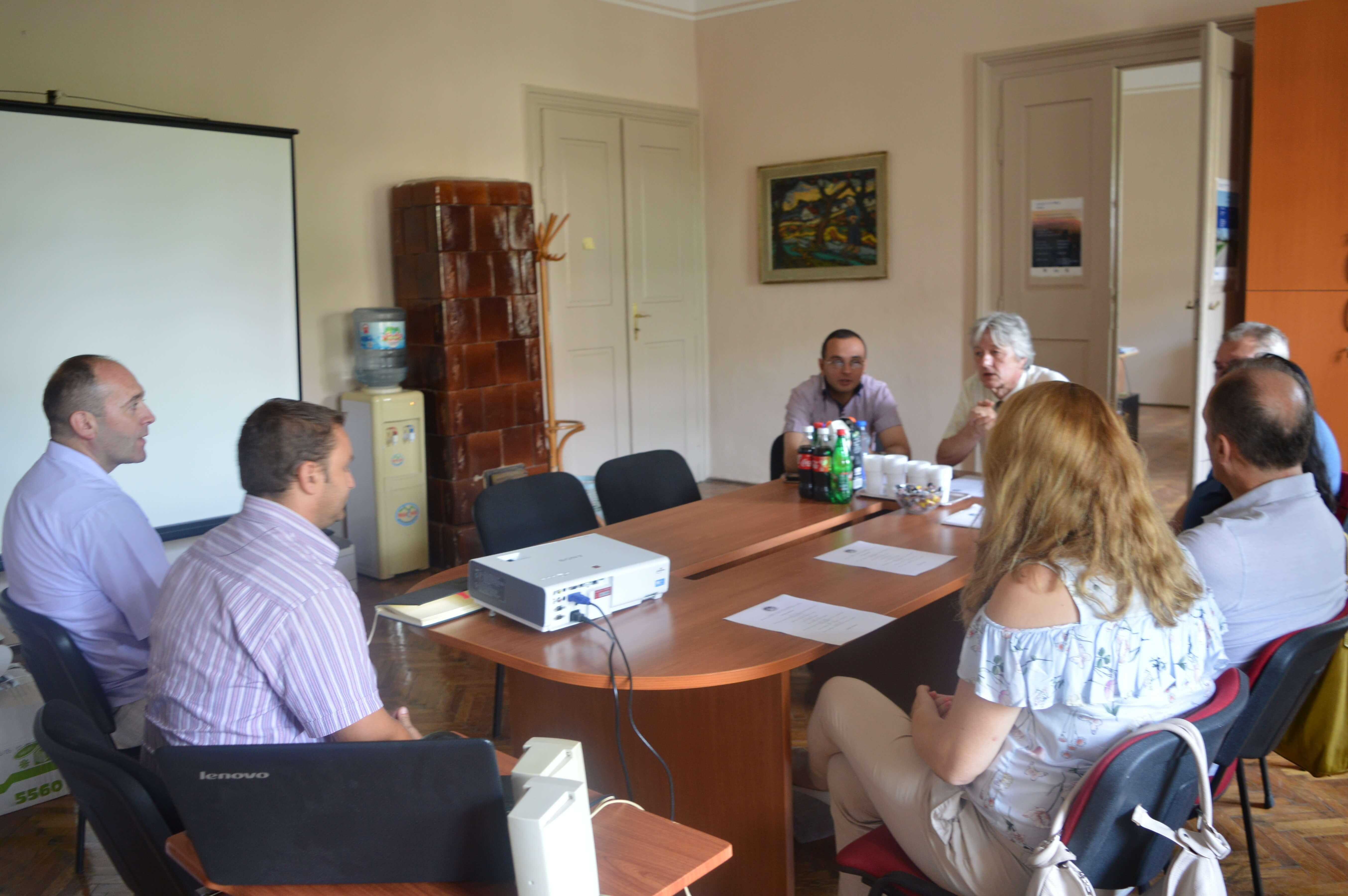 Начелник Одељења за привреду и туризам Иван Камерер са сарадницима у разговору са комисијом