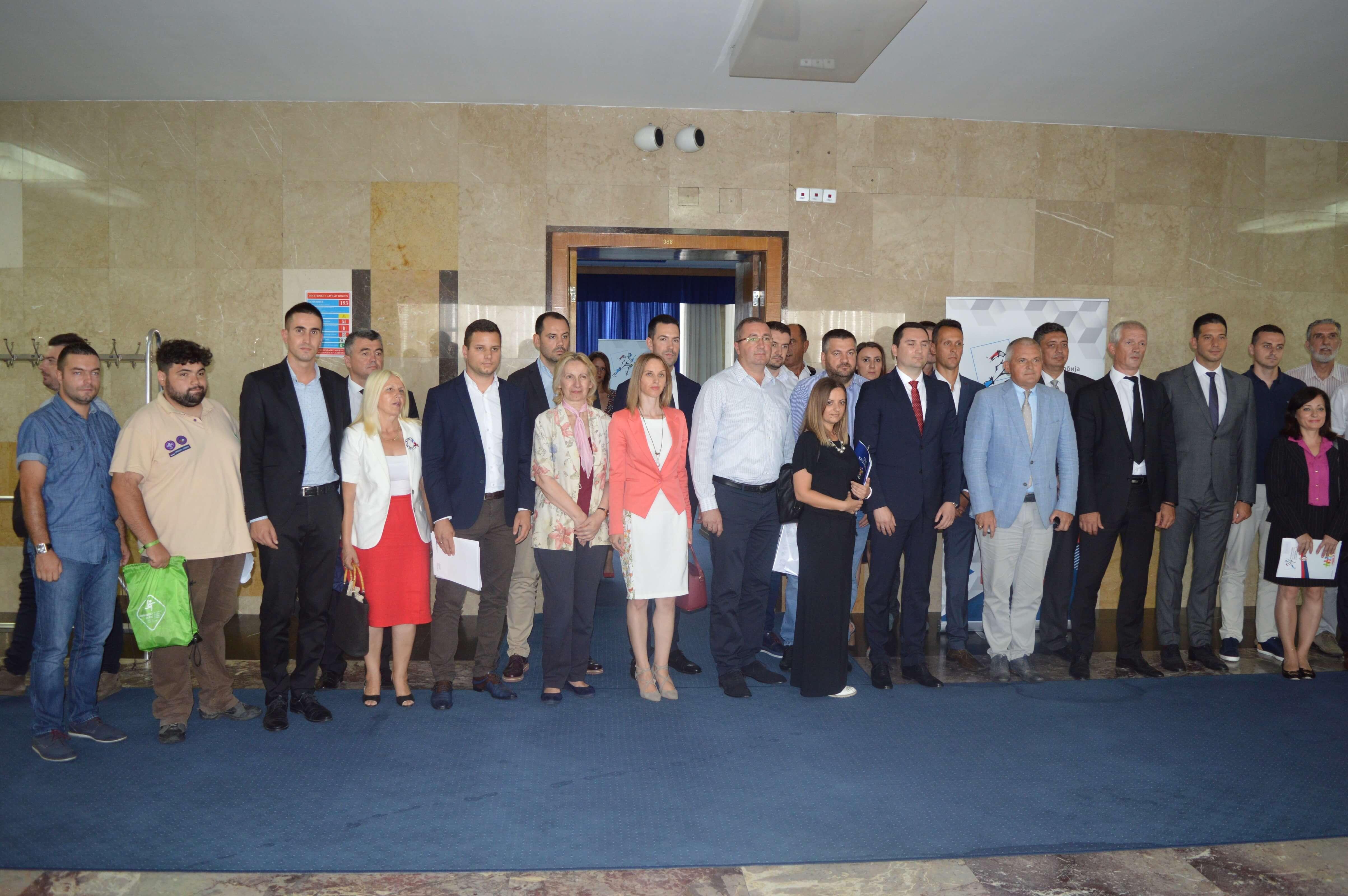 Потписници уговора по конкурсу за подршку јединицама локалне самоуправе у спровођењу омладинске политике на локалном нивоу.