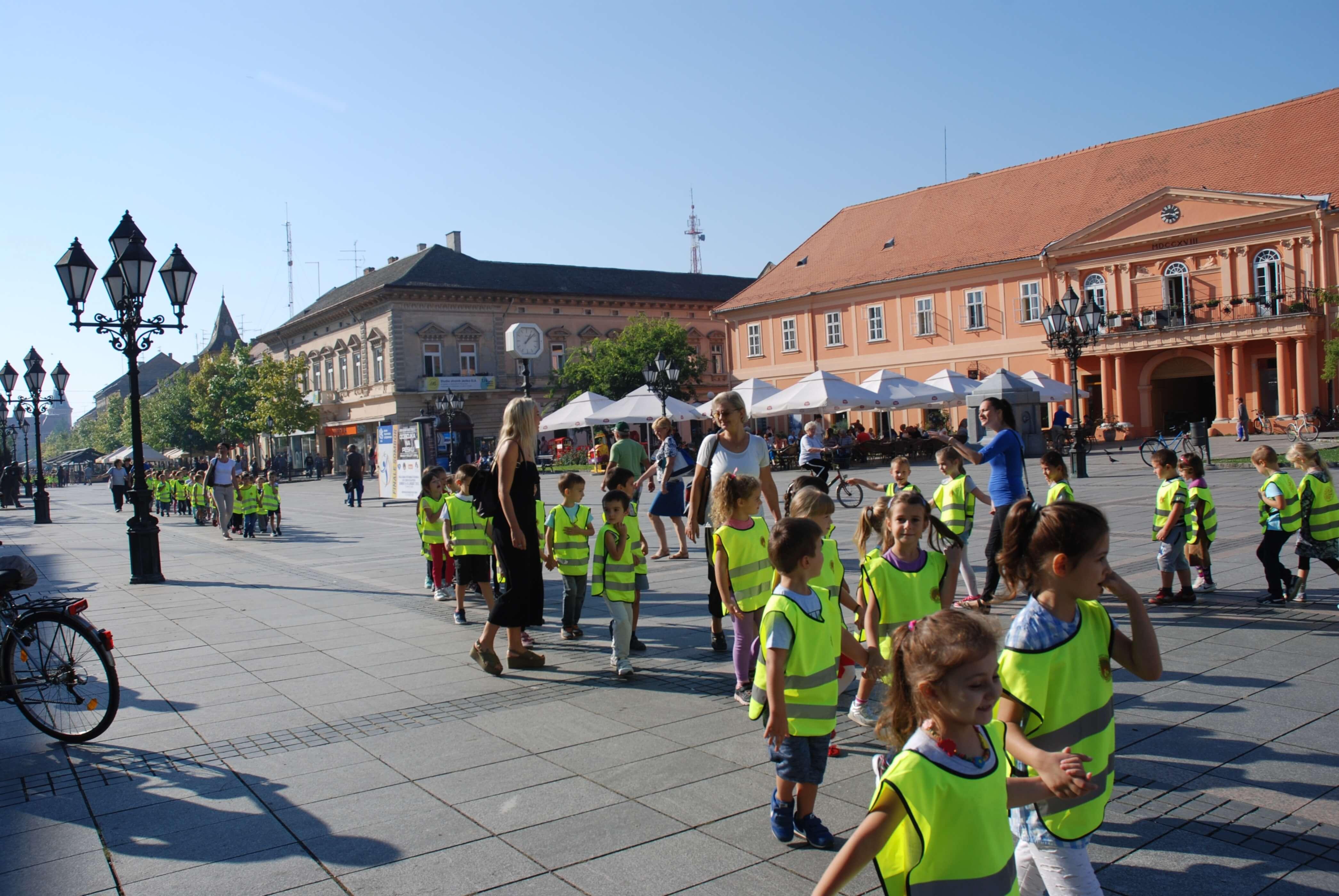 """Mališani svojim šetnjama svakodnevno promovišu slogan Evropske nedelje mobilnosti: """"Kombinujte i krenite!"""""""