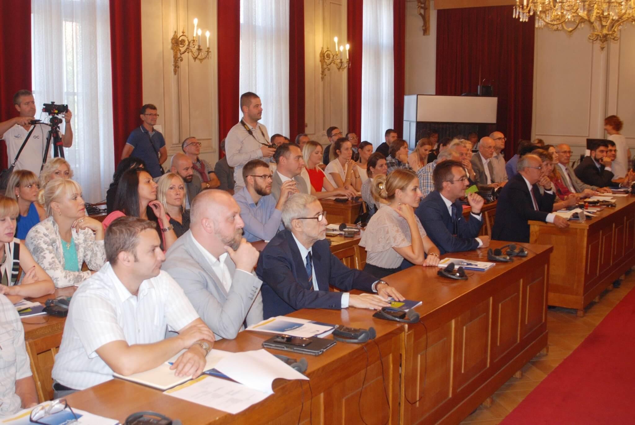 """Домаћини и гости учесници конференције """"Европа у мом граду"""""""