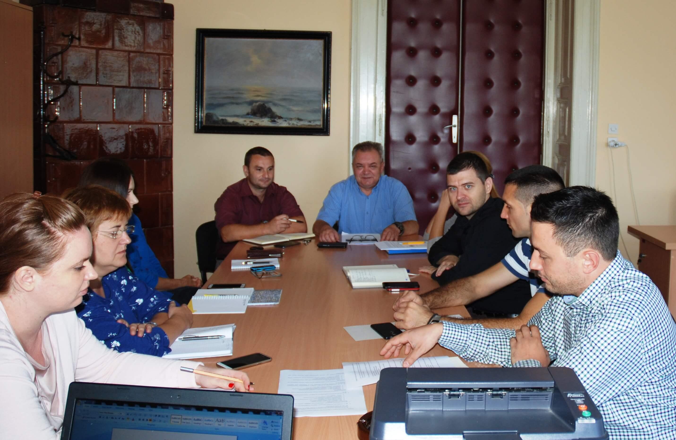 Сава Дојић, председник радне групе на састанку са члановима