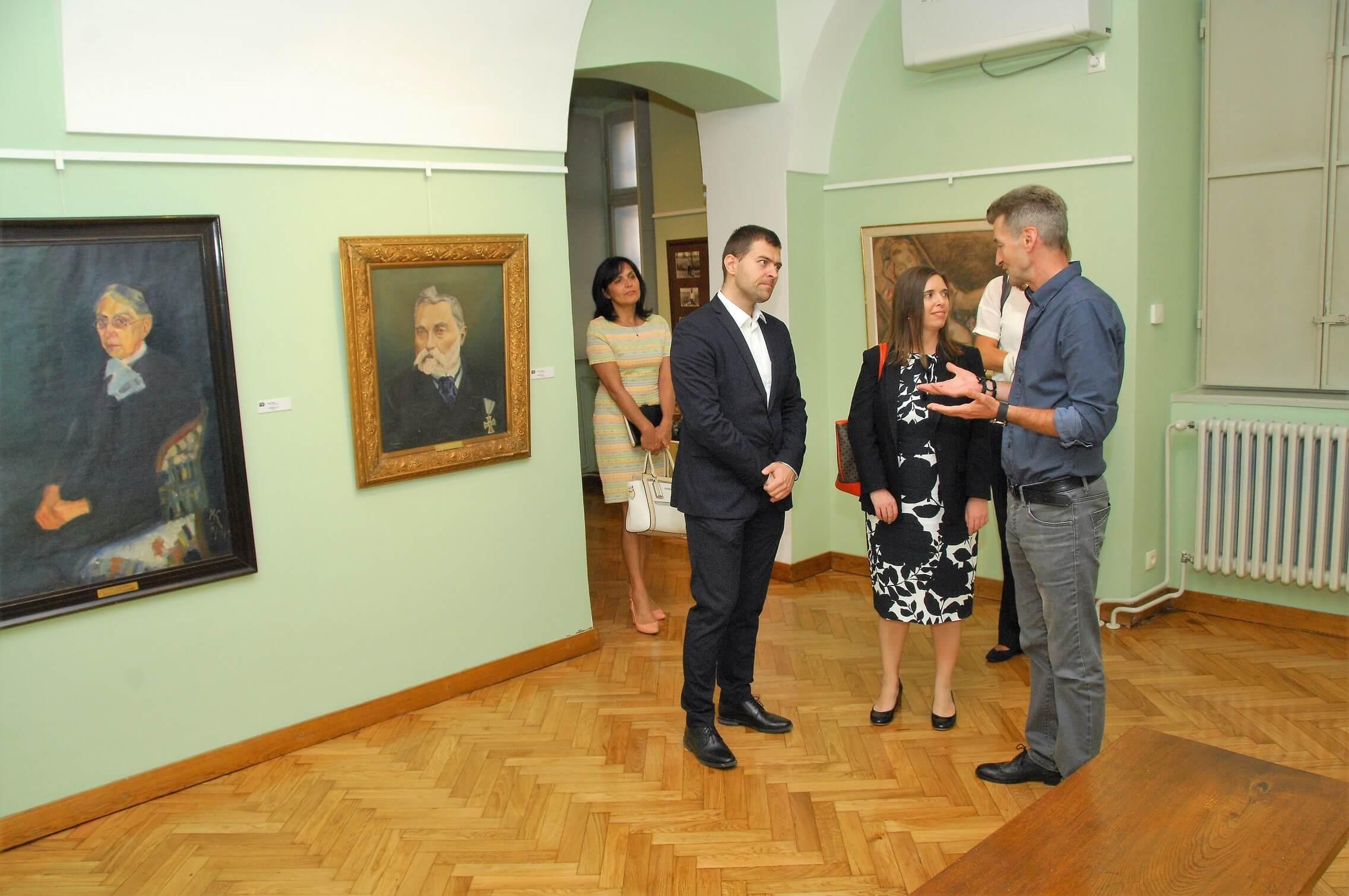 """Обилазак галерије """"Милан Коњовић"""""""