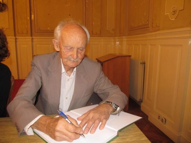 Никита Андрејев на једној од промоцјија својих књига