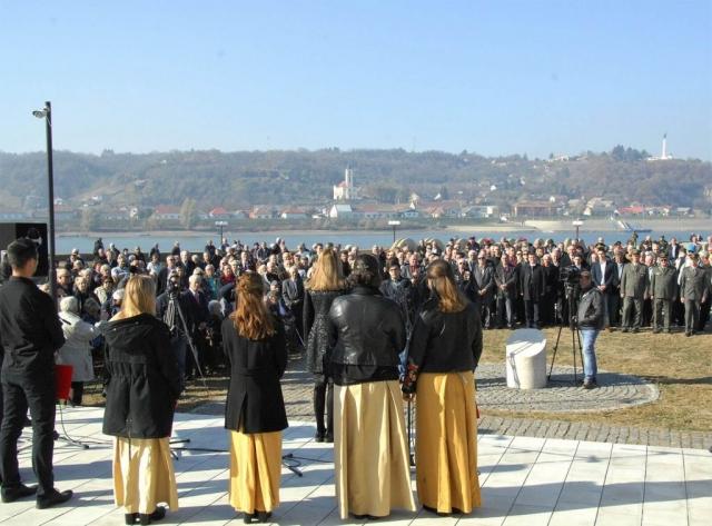 Учесници и гости на свечаности поводом обележавања Батинске битке