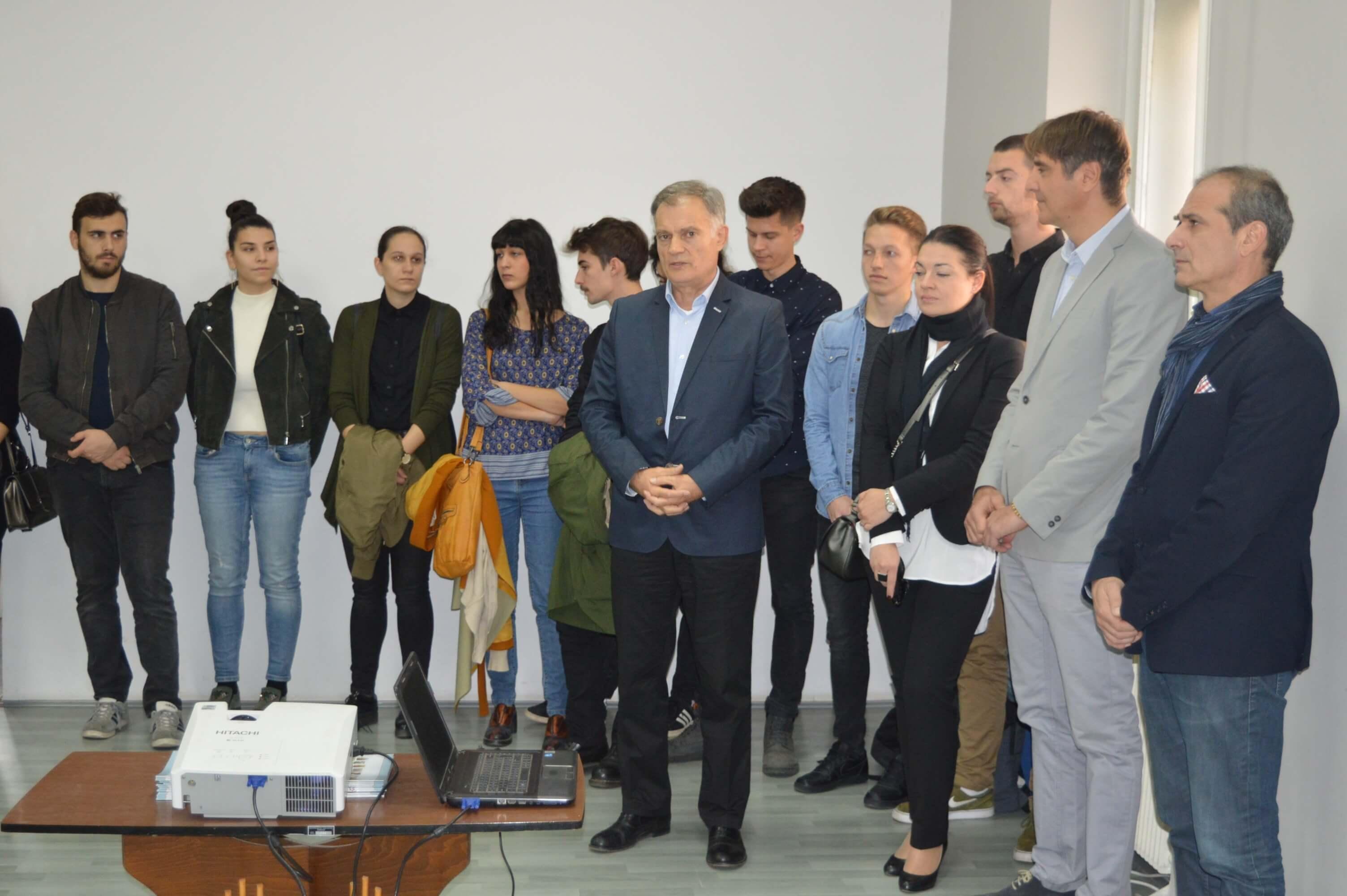Милан Стојков главни урбаниста града Сомбора отвара изложбу