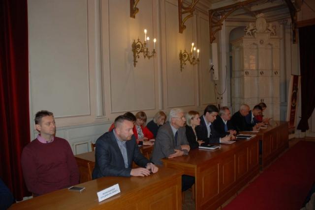 Градоначелница, чланови Градског већа, предсставници Градске управе помоћници градоначелнице