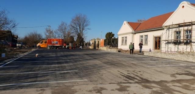 Паркинг простор испред Великог Православног гробља