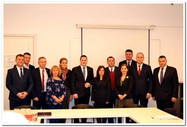 Predstavnici osam gradova i opština koje su dobila bespovratna sredstva za uspostavljanje jedinstvenog upravnog mesta