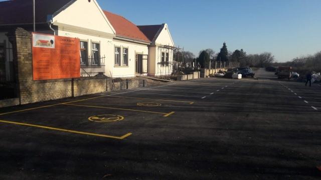 Обележени паркинг простор испред сале за даће на ВПГ