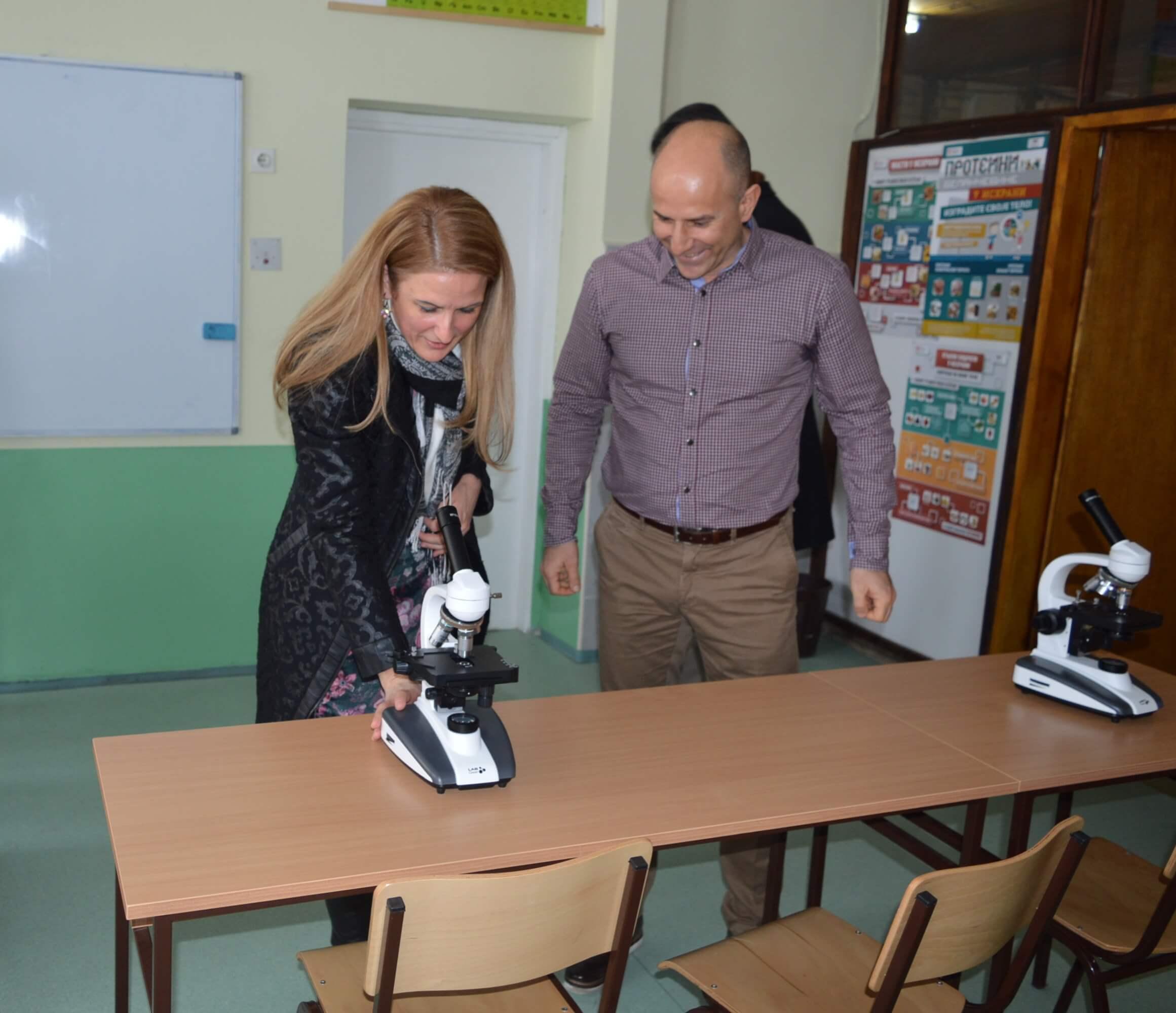 Градоначелница Сомбора Душанка Голубовић у обиласку кабинета биологије