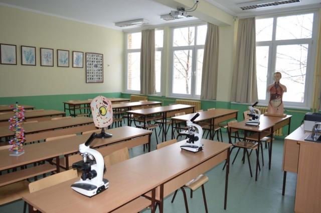 Реновирани кабинет биологије и савремена опрема купљена средствима из буџета града