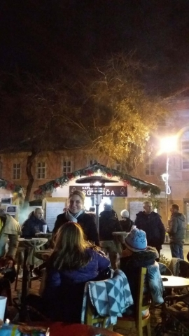 Градоначелница Сомбора Душанка Голубовић придружила се својим суграђанима на популарном Ћелавом тргу