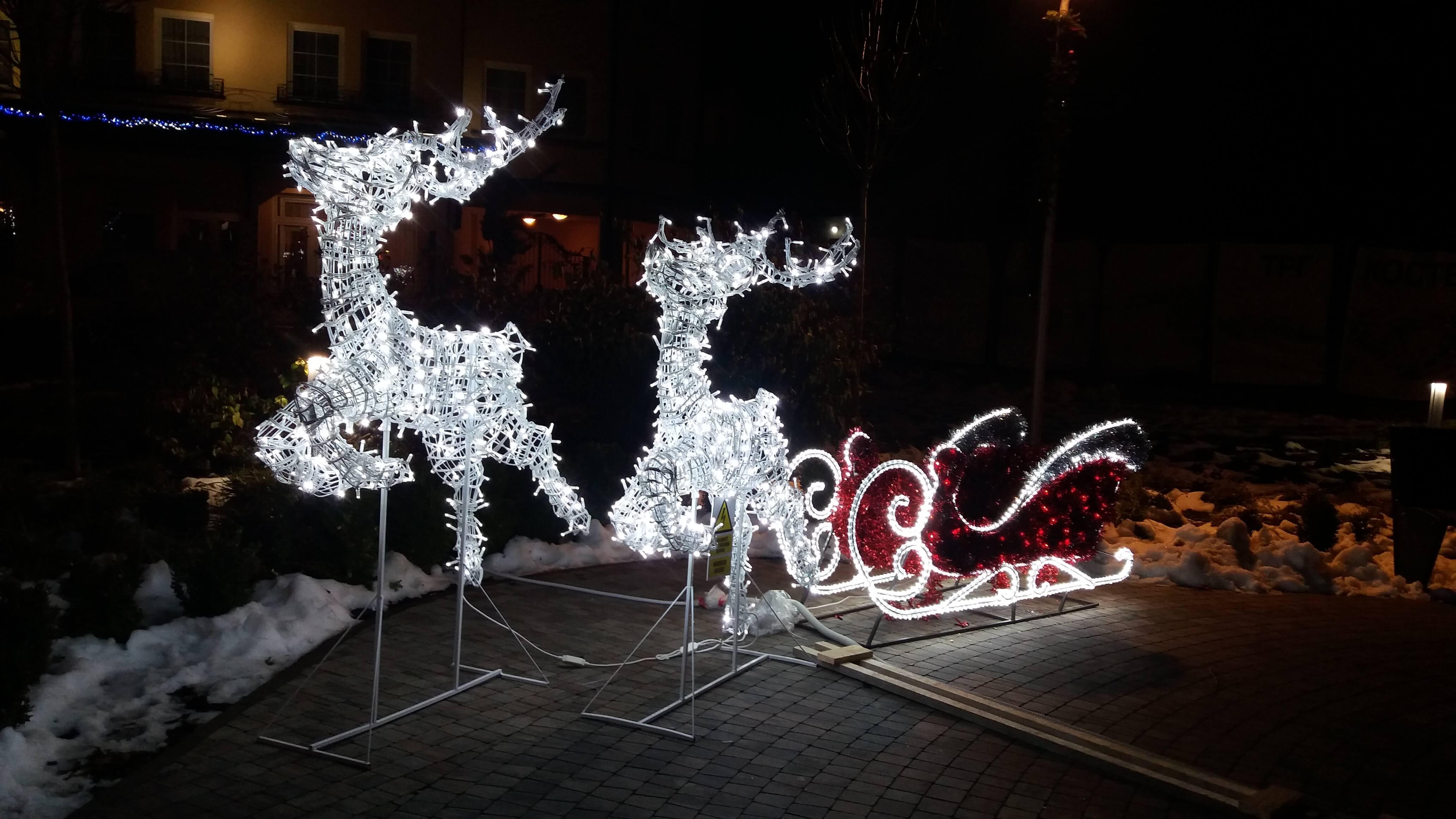 Само један од новогодишњих украса са сомборских улица
