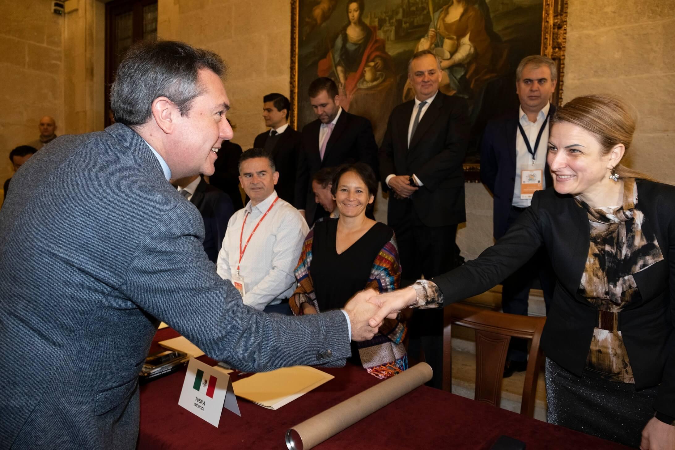 Градоначелница Сомбора Душанка Голубовић приликом представљања градоначелнику Севиље Хуану Еспадасу Сехасу