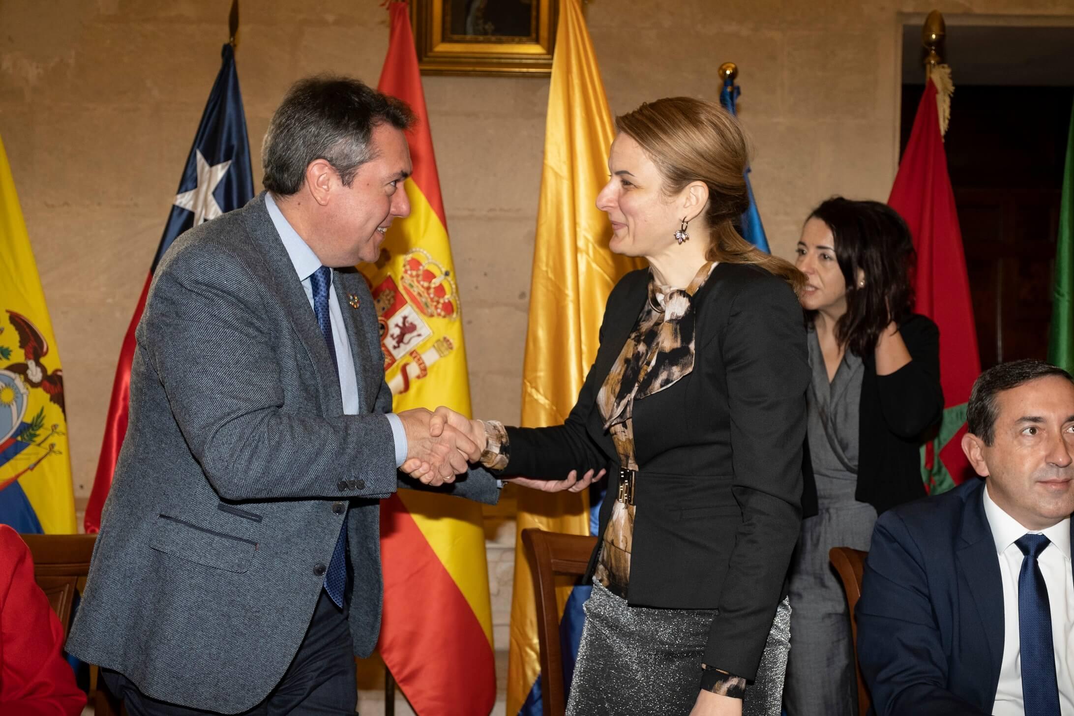 Градоначелница Сомбора Душанка Голубовић са градоначелником Севиље Хуаном Еспадасом Сехасом