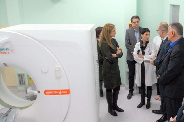 Начелница Службе за радиолошку дијагностику др Марта Стић – Вуковић, објаснила је колико је за ову службу и за пацијенте, значајна набавка новог ЦТ скенера