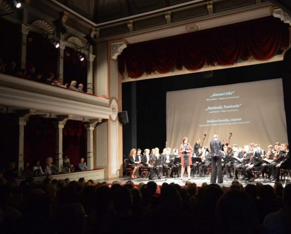 Subotički tamburaški orkestar i vokalni solista Italijanskog kulturnog centra Subotica Dušica Vucelja
