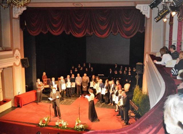 Добитници Захвалнице и Повеље града Сомбора сви заједно са градоначелницом