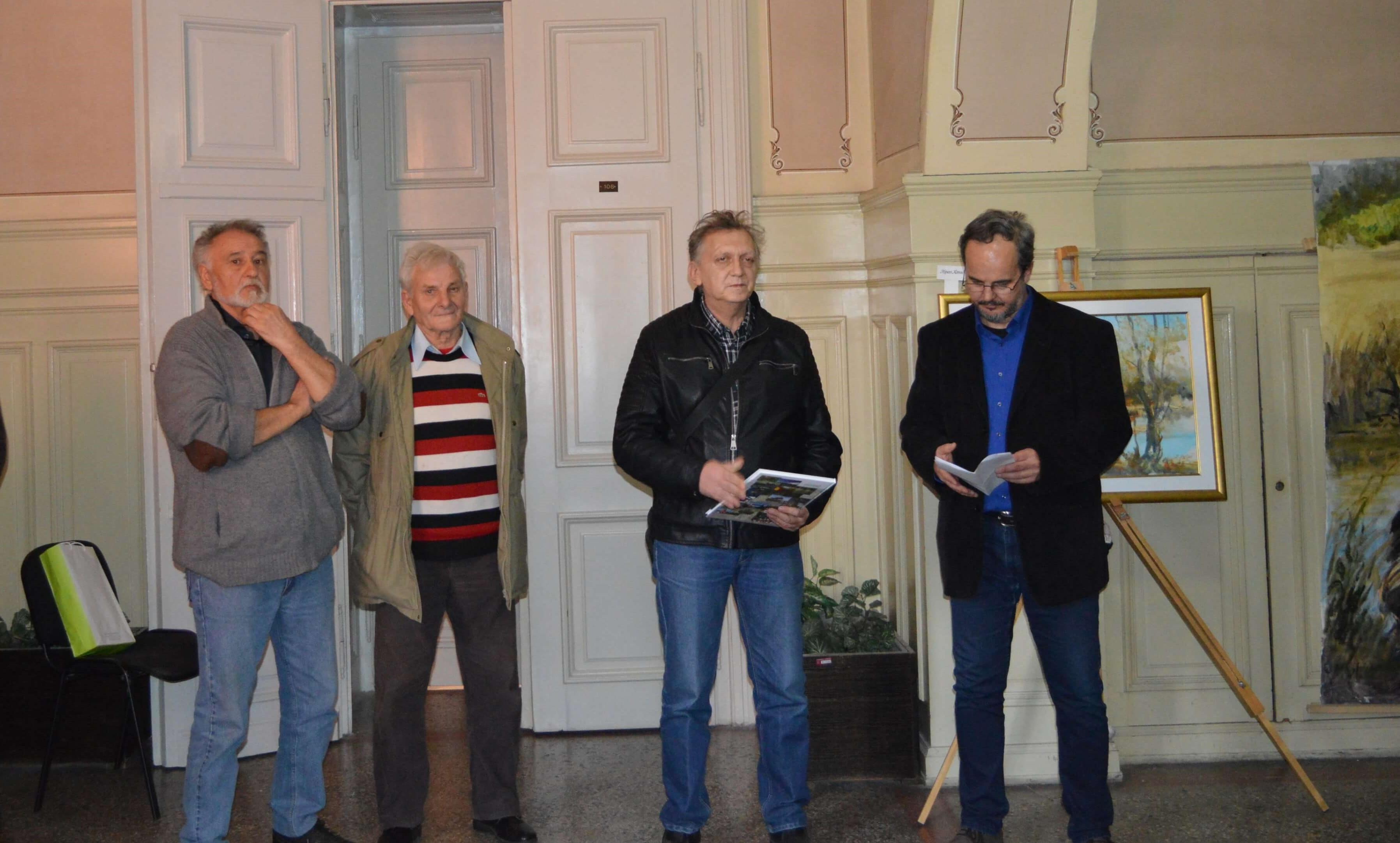 Сликари Стипан Ковач , Милорад Рађеновић и председник МЗ Бачки Моноштор Стипан Бенић