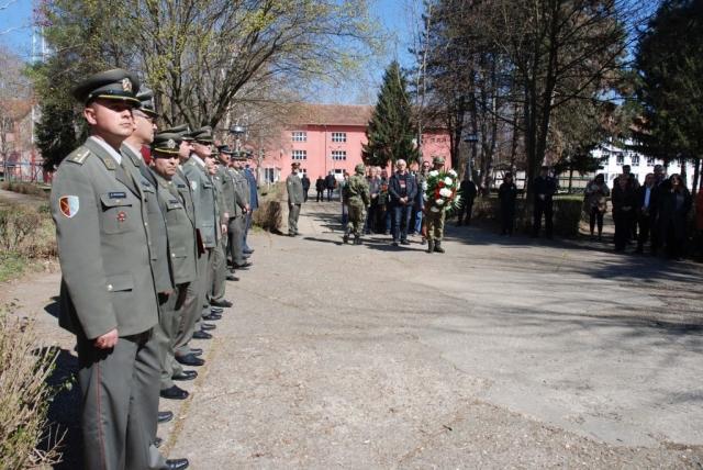 Дан сећања на жртве НАТО агресора обележен је и у касарни Првог центра за обуку Војске Србије Сомбор уз присуство многобројних званица и представника локалних самоуправа из Западнобачког управног округа