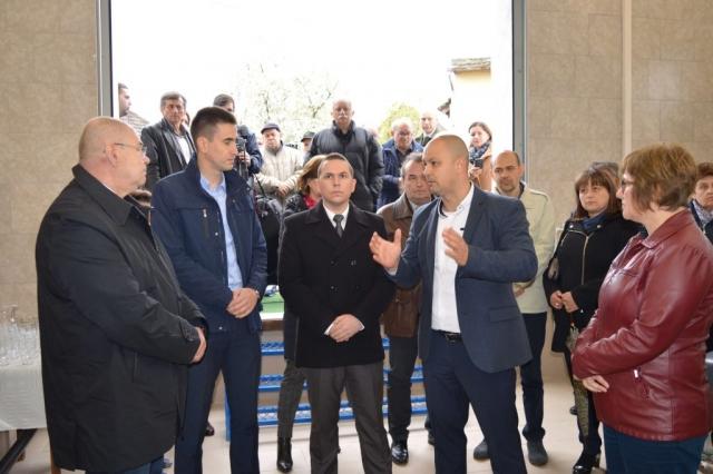 """Директор ЈКП """"Водовод"""" Бездан Дејан Кубатов је присутнима објаснио начин рада овог постројења"""