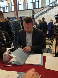 Дарко Радуловић, градски већник за област пољопривреде потписао уговоре  по основу 3 конкурса из области унапређења и коришћења пољопривредног земљишта
