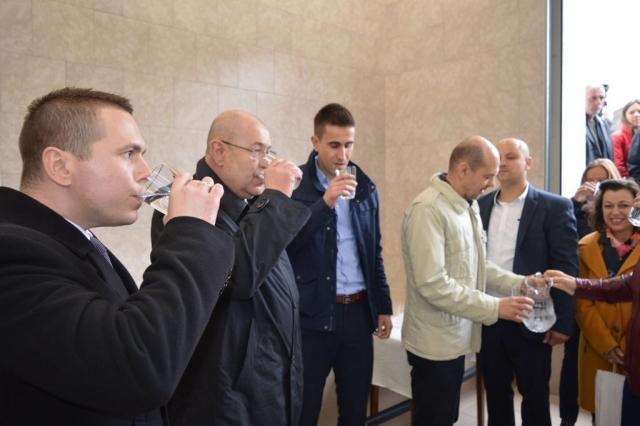 Градоначелница Душанка Голубовић са запосленима, мештанима и извођачем радова