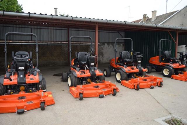 """Јавно комунално предузеће """"Зеленило"""" Сомбор  модернизовало је своју механизацију са четири нове машине за кошење траве"""