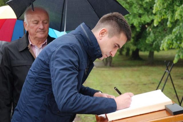 Заменик градоначелнице Антонио Ратковић уписао се у спомен књигу