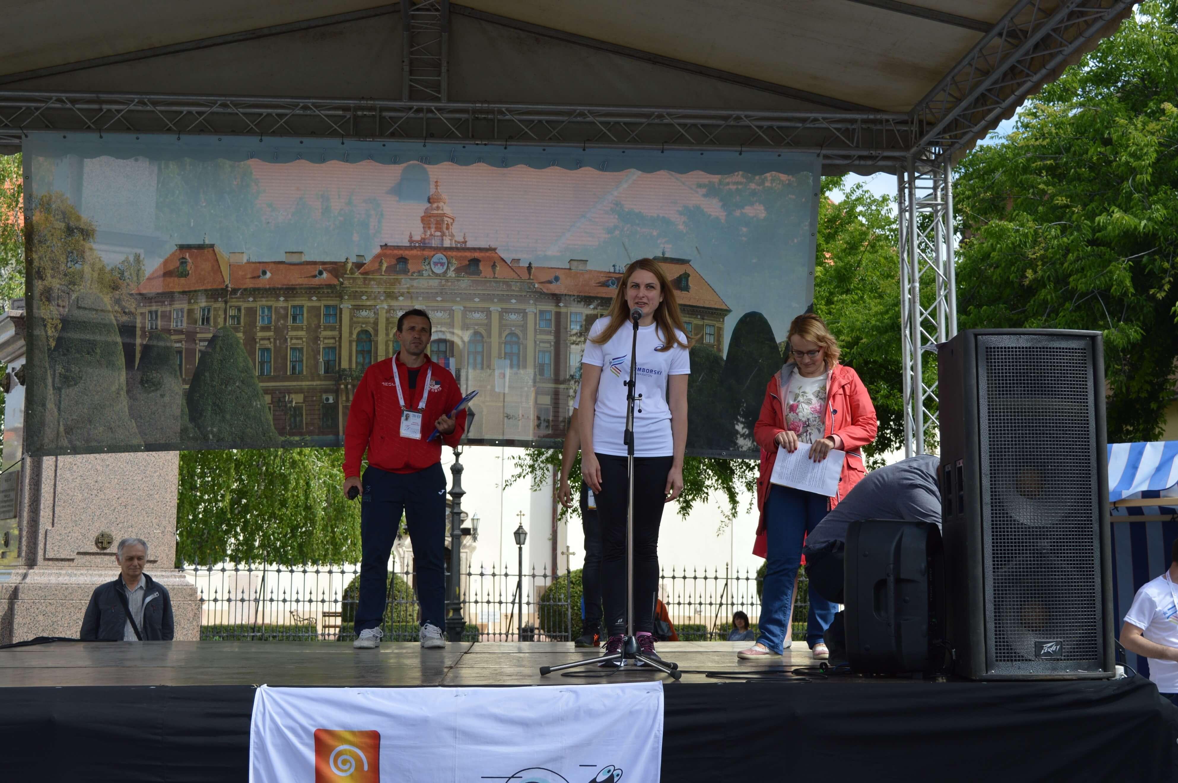 Градоначелница Сомбора Душанка Голубовић обратила се присутнима на отварању 40. Сомборског полумаратона
