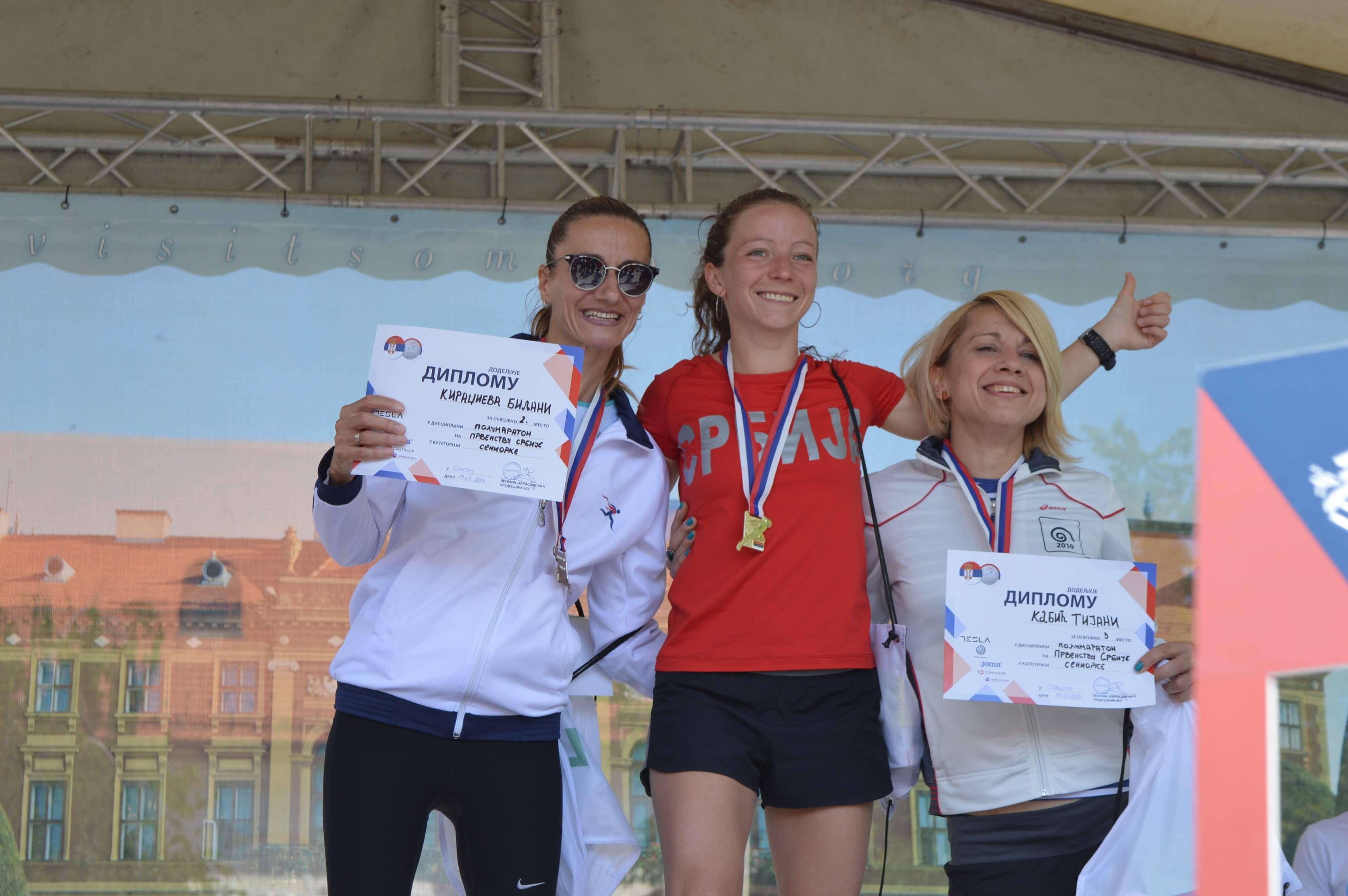 Биљана Кираџијева(друго место), Катарина Похлод (прво место) и Тијана Кабић (треће место) су биле најбрже у женској конкуренцији полумаратона