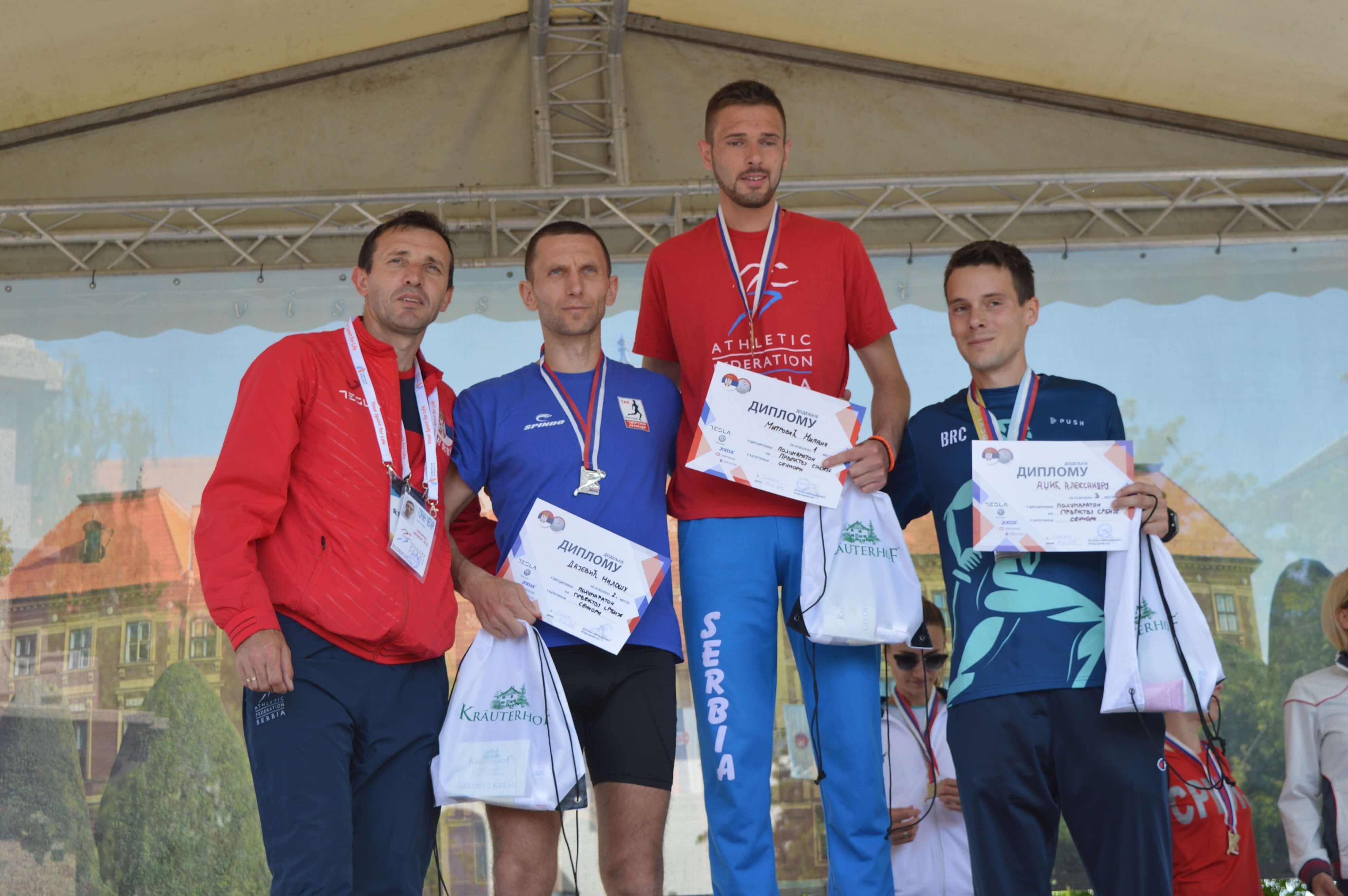 Милош Дајевић (друго место), Милан Митровић (прво место) и Александар Аџић (треће место) су нови дрђавни прваци у полумаратону