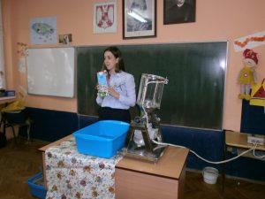 """Дијана Шарац испред """" Амбасадори одрживог развоја и животне средине"""" одржала практичну презентацију ученицима четвртог и шестог разреда"""