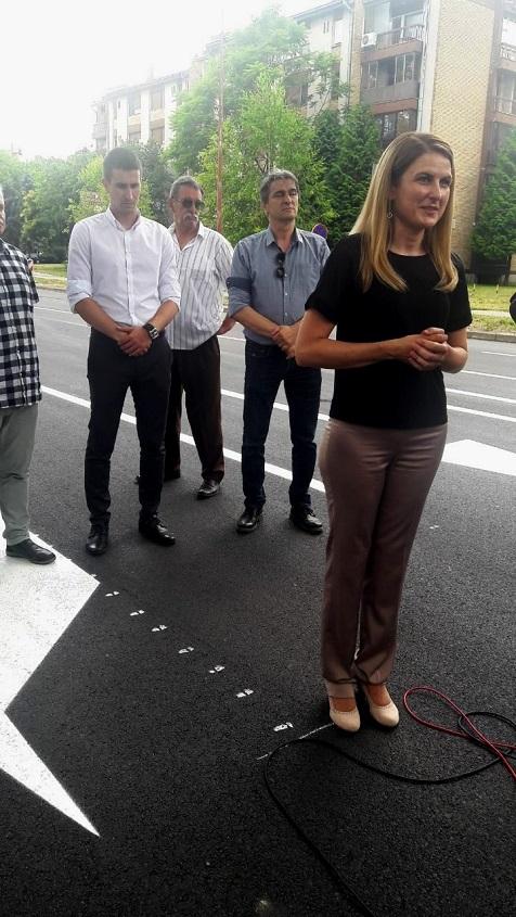 Градоначелница Сомбора Душанка Голубовић са сарадницима пустила у саобраћај реконструисани део Стапарског пута