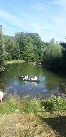 Градоначелница Сомбора Душанка Голубовић у чамцу са ученицима