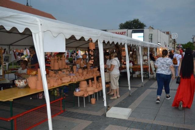 Улица Старих заната пратећа манифестација Сомборског котлића