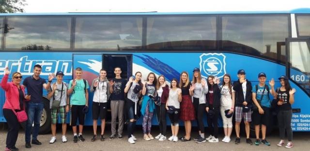Градоначелница Сомбора Душанка Голубовић и заменик градоначелнице Антонио Ратковић испратили су најуспешније матуранте основних школа на десетодневно наградно летовање у Мађарску