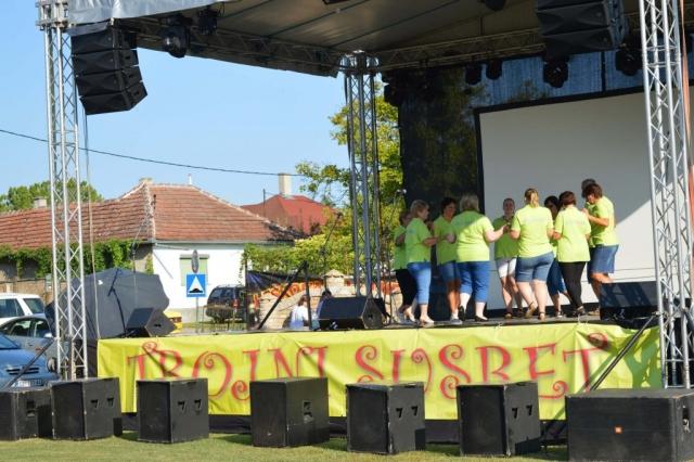 """Организатори """"Дужионице"""" тј """"Дужијанце"""" се труде да сачувају обичаје Буњеваца  и Хрвата и да пошаљу једну поруку јединства и традиције са овог нашег сомборског простора."""