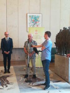 Мирослав Ковачић, градски већник за област комуналне делатности и инвестиција на потписивању уговора са Министарством за заштиту животне средине